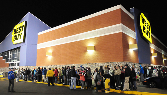 Black friday line outside best buy